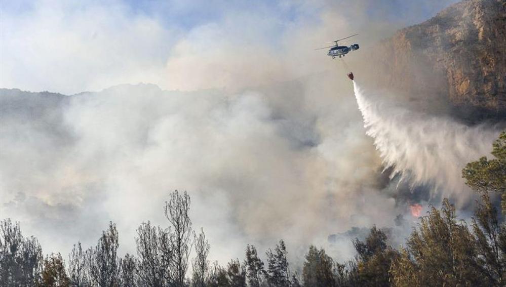 Labores de extinción de un incendio