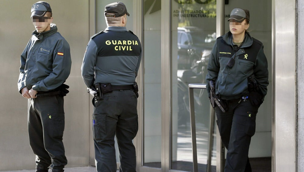 La Guardia Civil en la sede de Adif