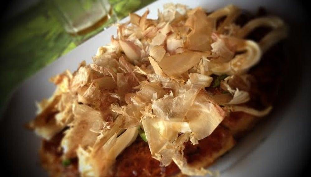 El okonomiyaki o pizza japonesa, un plato poco conocido, pero delicioso