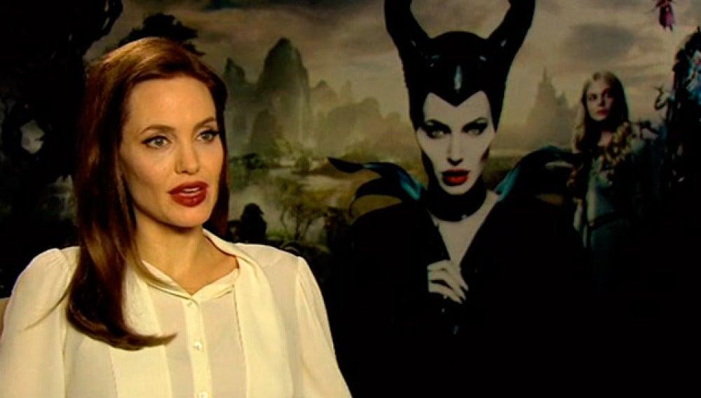 Angelina Jolie presenta Maléfica