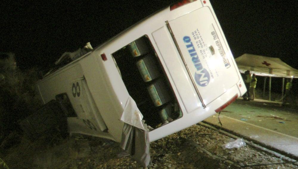 Accidente de un microbús en Badajoz