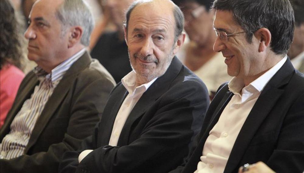Rubalcaba y Patxi López en un acto electoral en San Sebastián