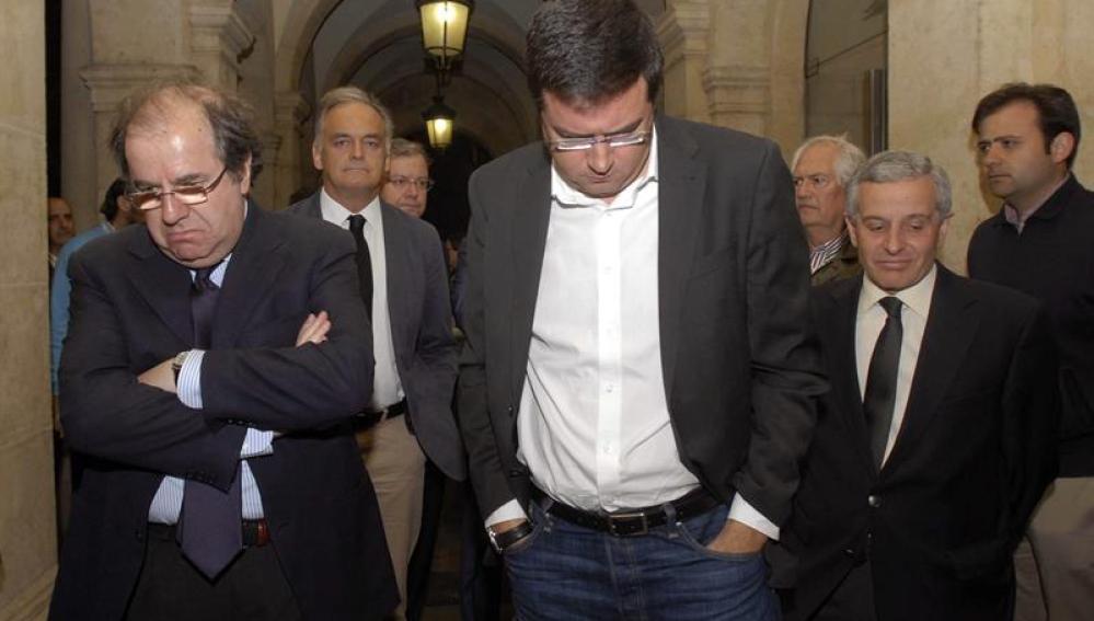 El presidente de la Junta de Castilla y León, Juan Vicente Herrera, el secretario de Organización del PSOE, Oscar López