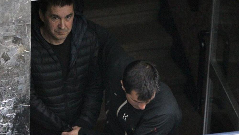Arnaldo Otegi sale de la cárcel de Logroño para visitar a su madre, gravemente enferma.