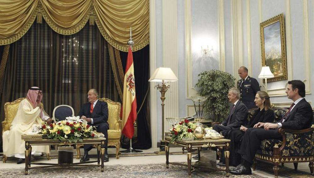 Don Juan Carlos reunido en Arabia Saudí