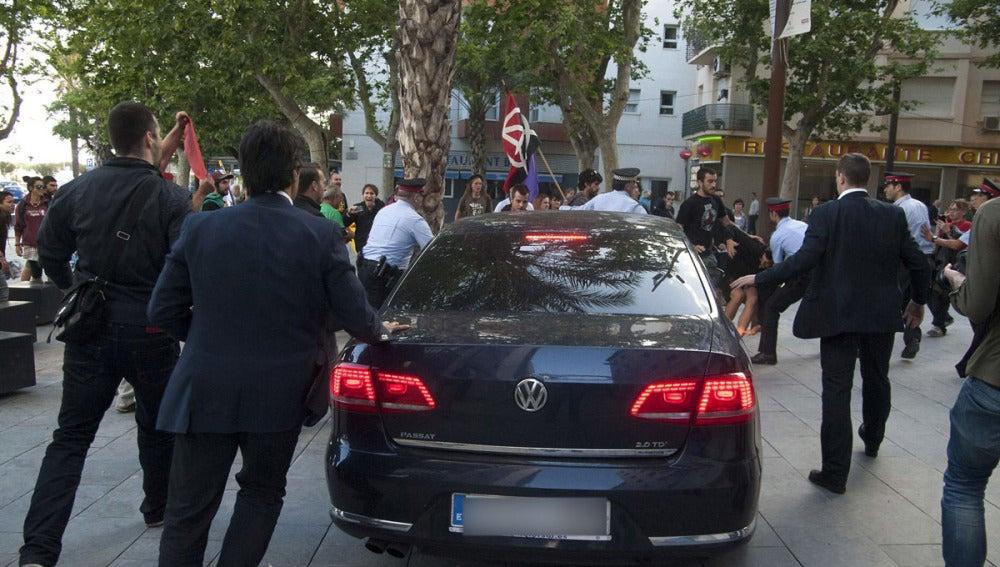 Agresión al coche de Cristóbal Montoro en Vilanova y la Geltrú