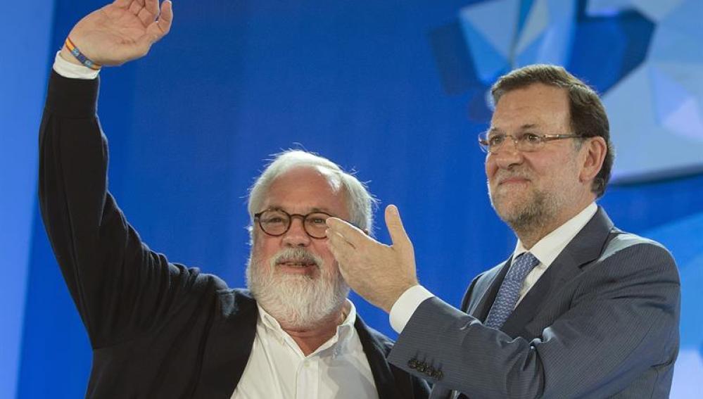 Miguel Arias Cañete junto al presidente del Gobierno y del PP, Mariano Rajoy