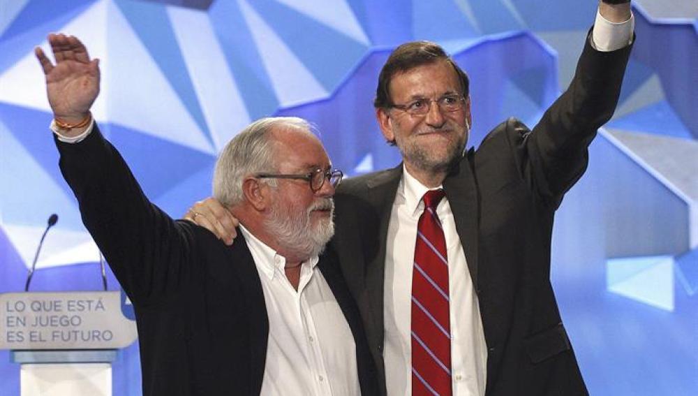 Mariano Rajoy y Arias Cañete, en el cierre de campaña