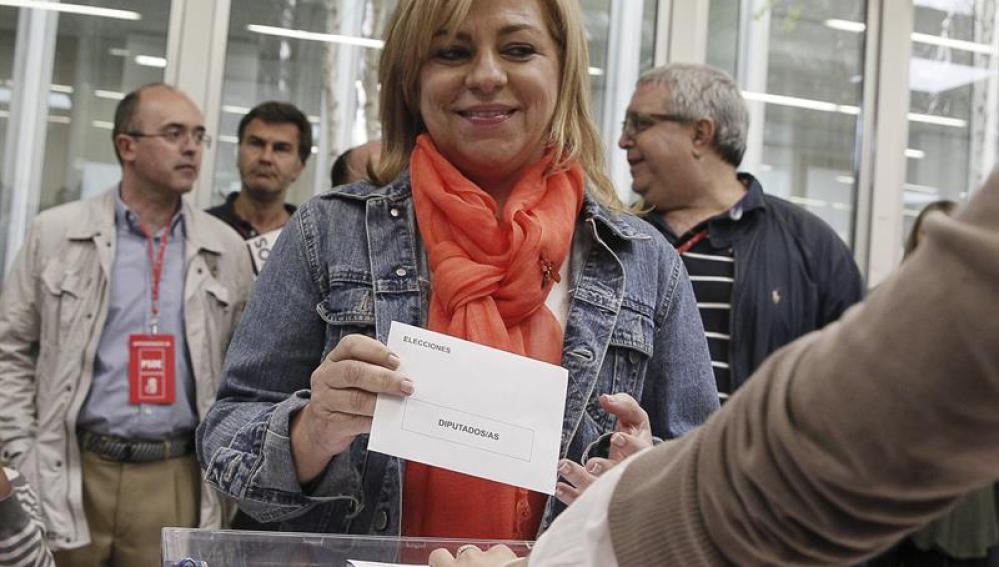 Elena Valenciano acude a votar
