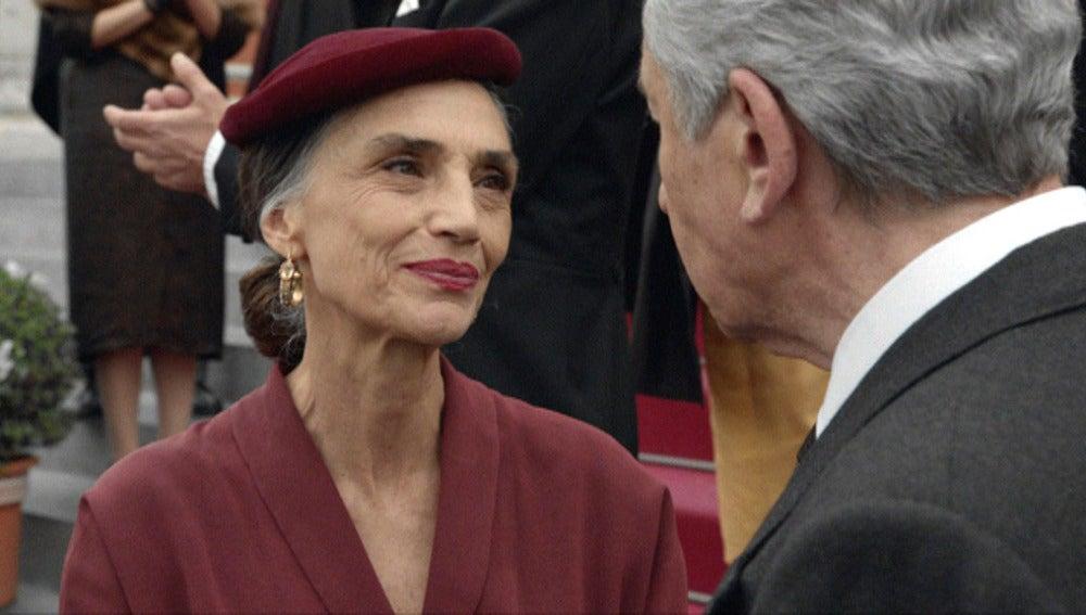 Isabel sonríe a Emilio