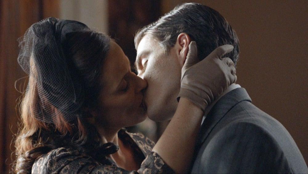 Doña Blanca besa a Max