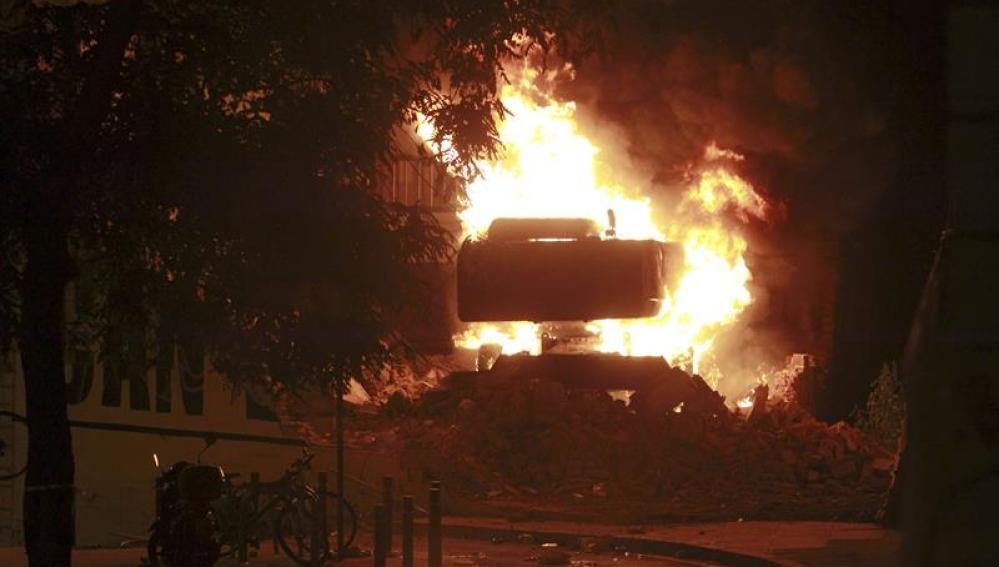Nuevos incidentes en Sants por el desalojo y la demolición de Can Vies