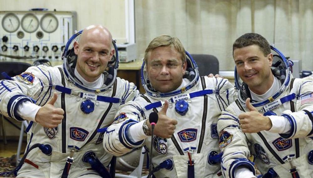Los miembros de la tripulación de la expedición 40 de la Estación Espacial Internacional