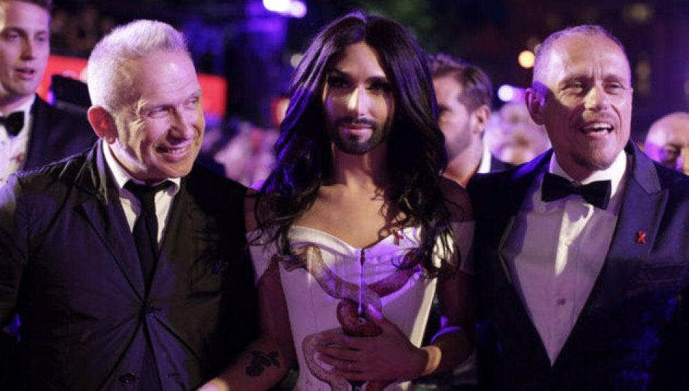 Conchita Wurst y Jean Paul Gautier en la gala