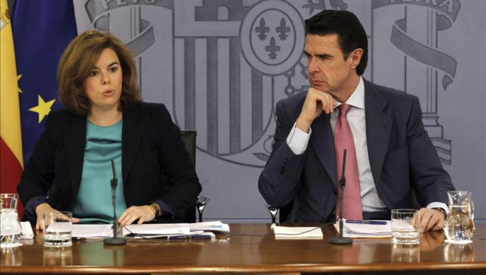 Soraya Sáenz de Santamaría, junto a  José Manuel Soria