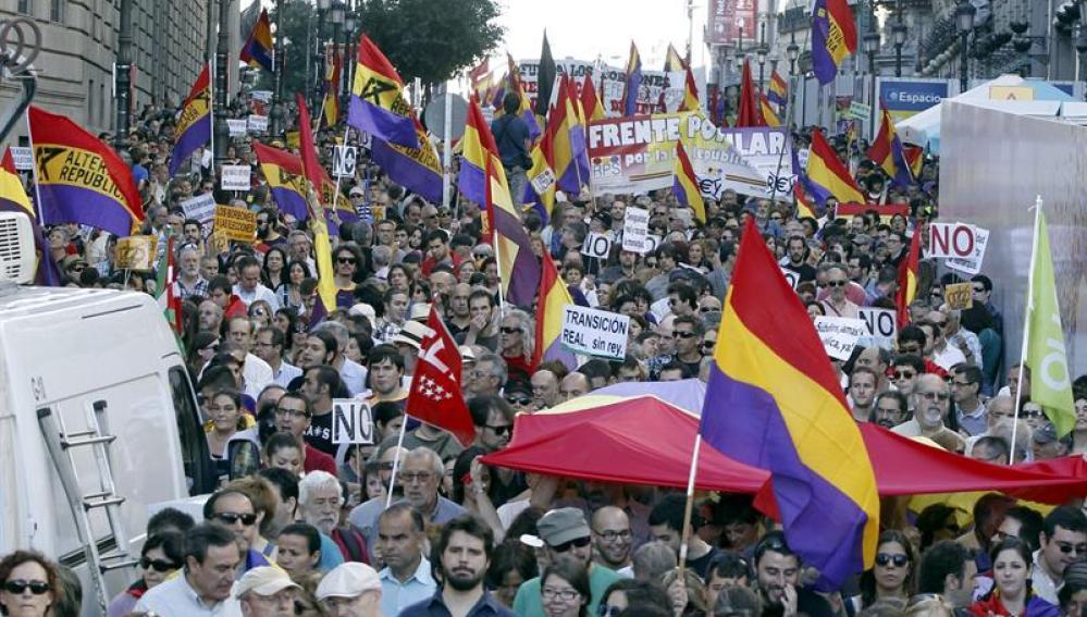 Manifestación a favor de la consulta sobre la monarquía