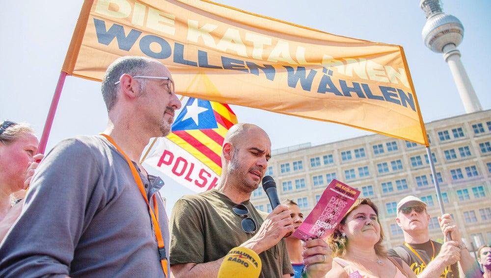 Guardiola lee un manifiesto por la independencia catalana en una concentración anterior