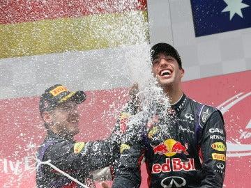 Ricciardo se baña en champán