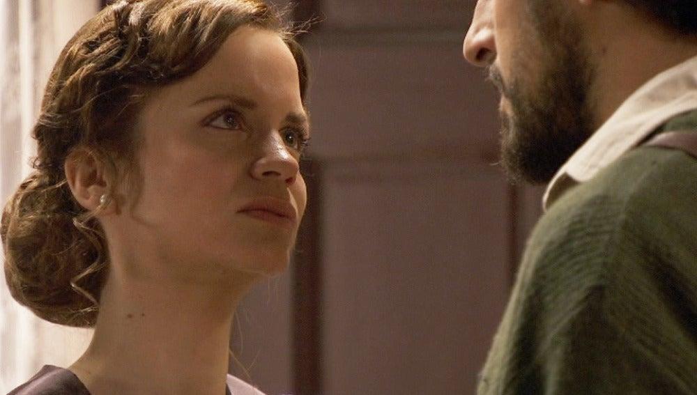 Alicia le explicará a Conrado por qué ha vuelto
