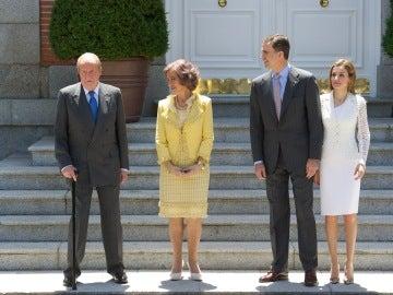 Los Reyes junto a los Príncipes de Asturias