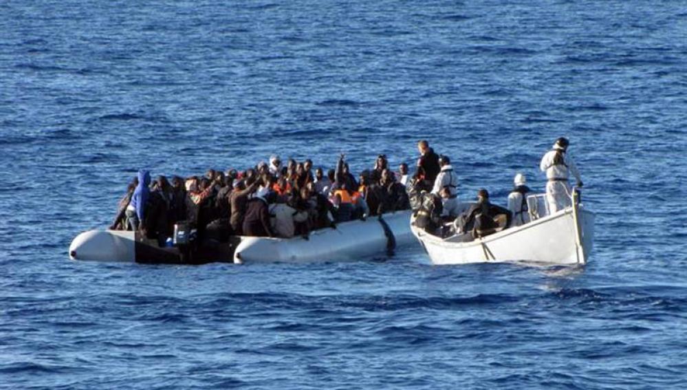 Inmigrantes rescatados en las costas italianas