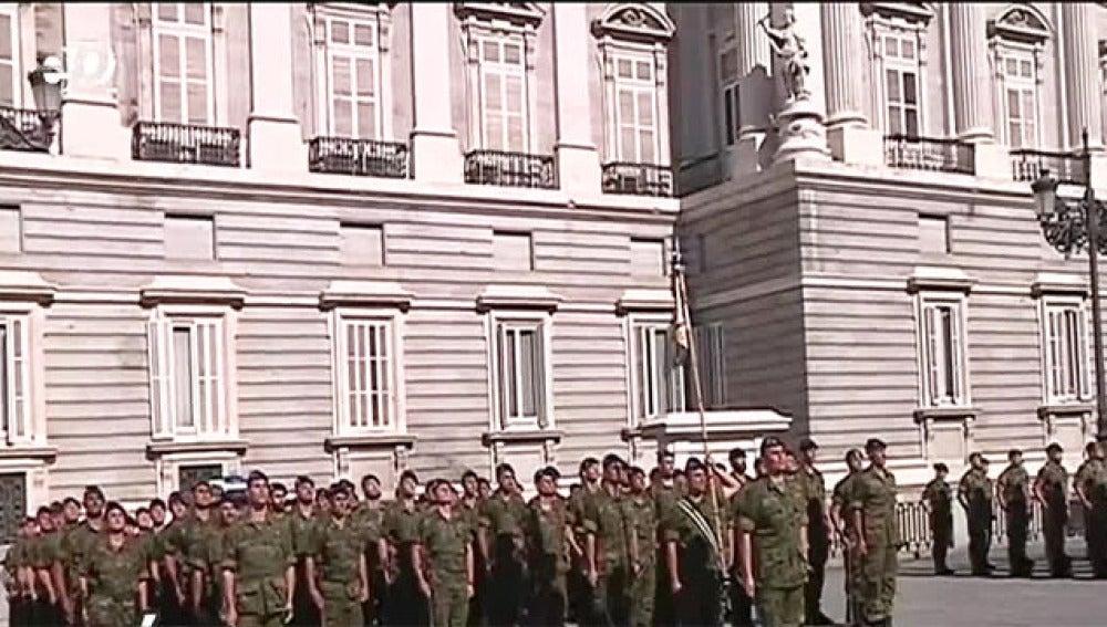 Soldados frente al Palacio Real