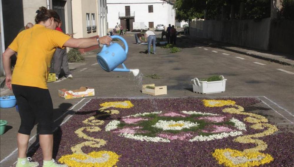 Las calles españolas se llenaron de alfombras de flores