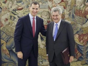 El rey Felipe VI, junto al presidente de Congreso de los Diputados, Jesús Posada