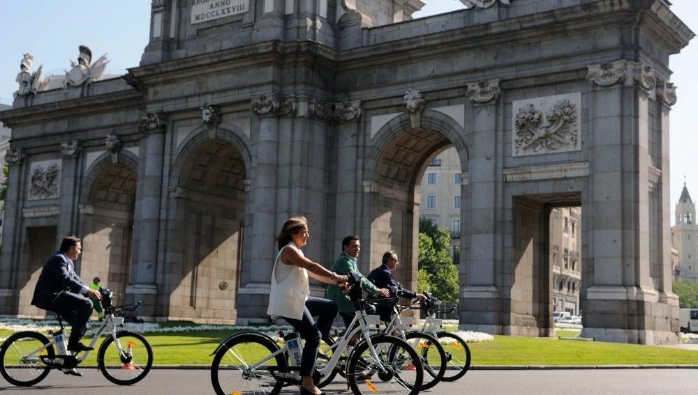 Ana Botella en bicicleta