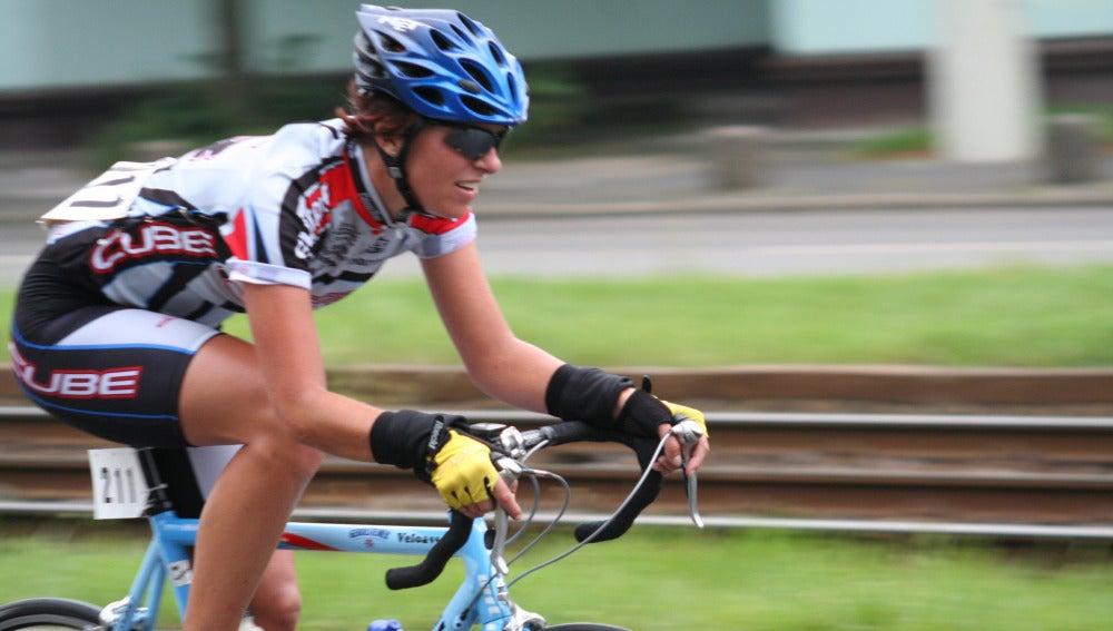 Montar en bici, un gran ejercicio que requiere una gran hidratación.