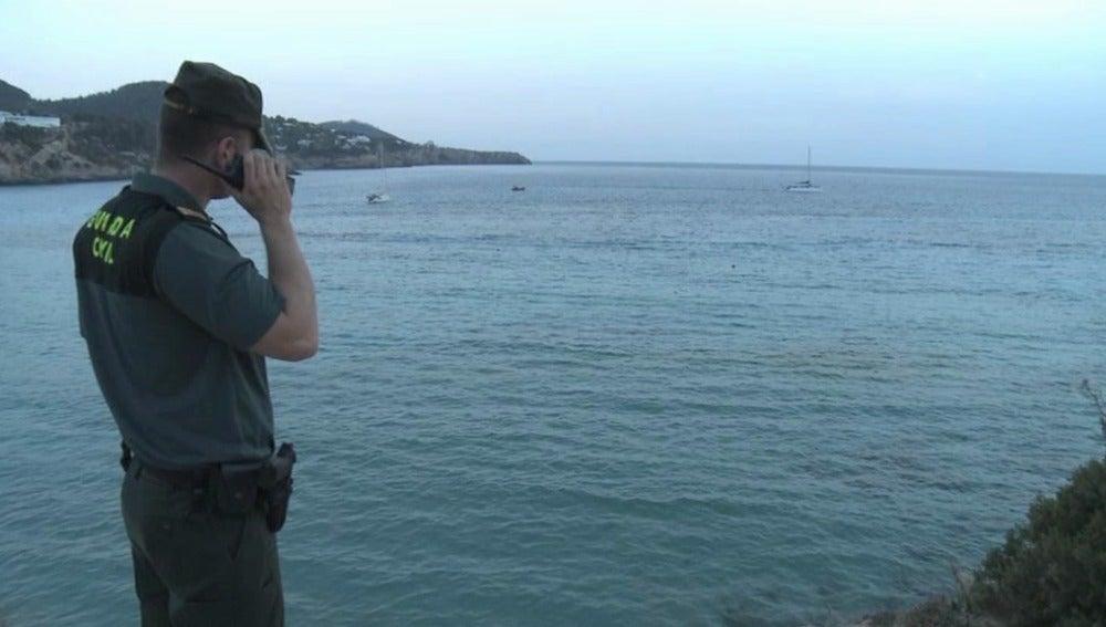 Un joven polaco muere ahogado tras lanzarse al agua desde un barco en una fiesta en Ibiza