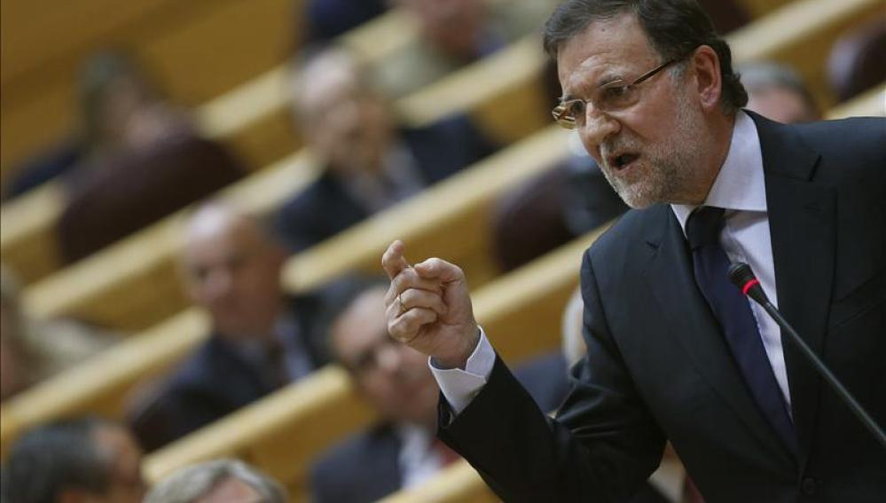 Rajoy apela a defender la salud de la democracia y de las instituciones