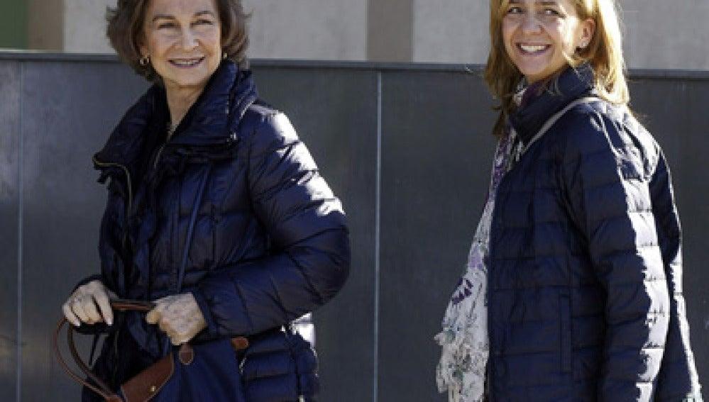 La Reina Sofía junto a la infanta Cristina.