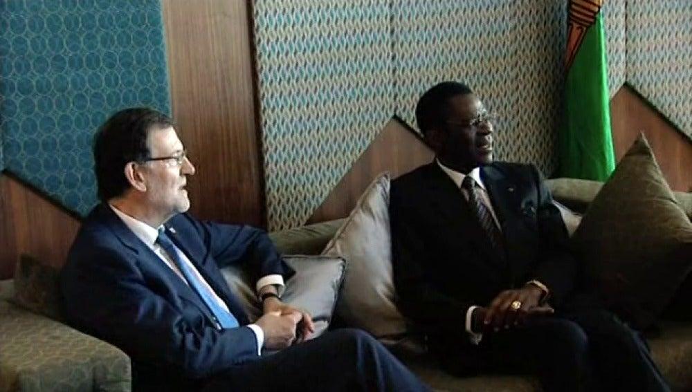 Polémica foto de Mariano Rajoy con el dictador Teodoro Obiang