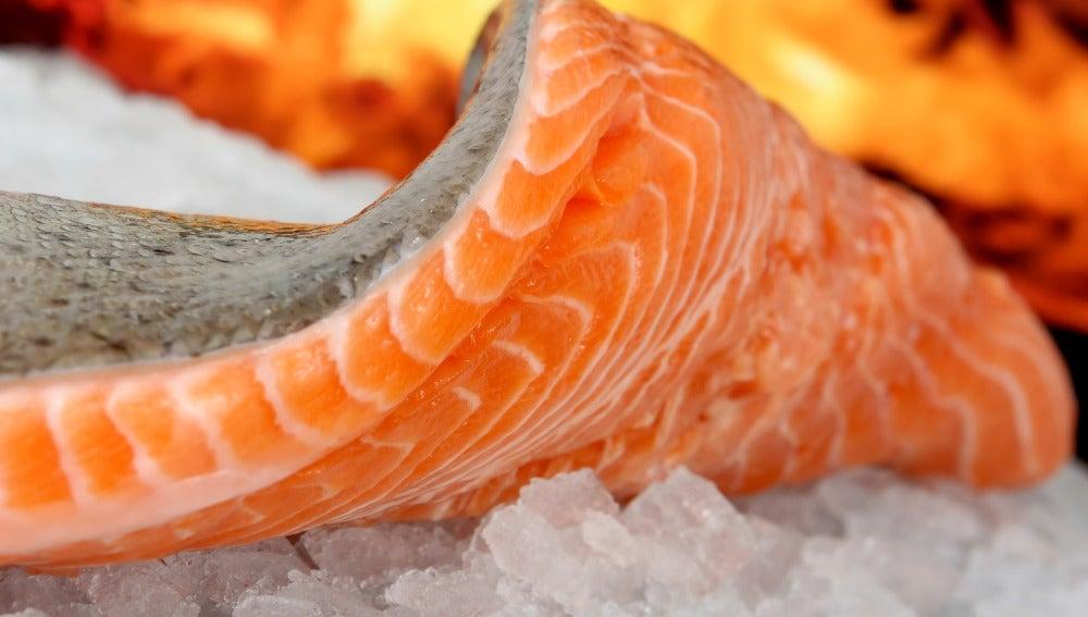 El salmón va a ponernos una piel que ni el photoshop.