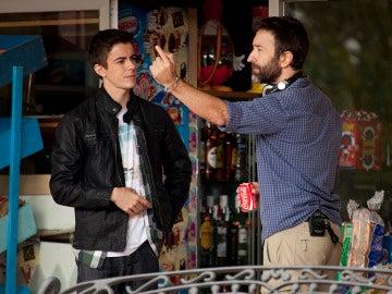 Víctor Palmero recibiendo instrucciones del director