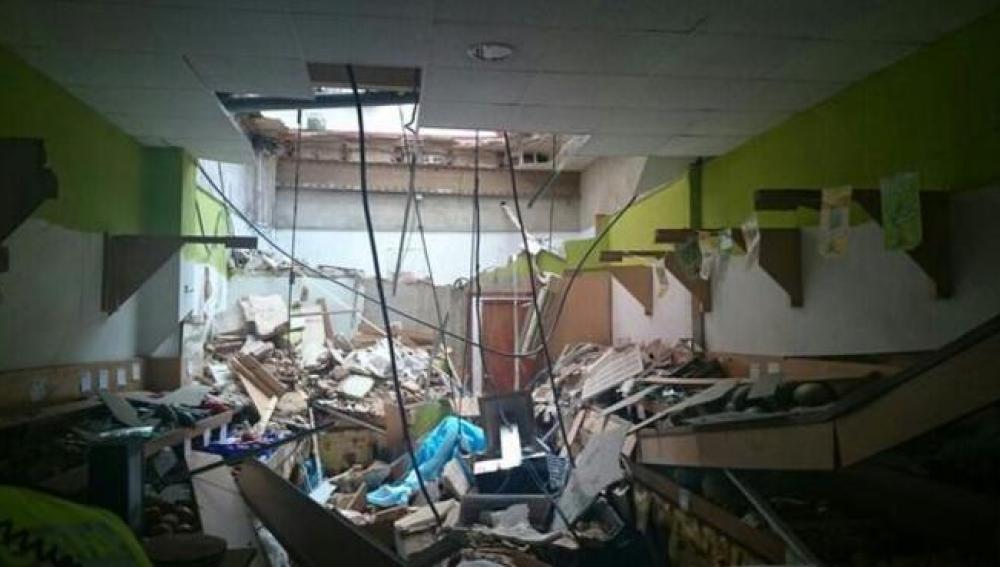 Frutería dañada en Torrent por el derrumbe del techo