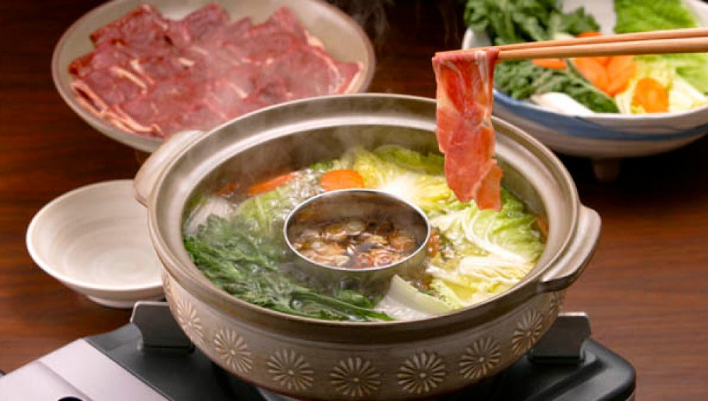 Shabu-shabu, la fondue japonesa que ya estás tardando en probar.