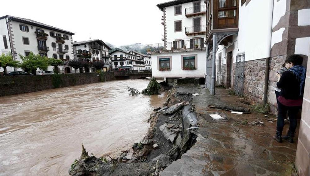Daños provocados por el desbordamiento del río Bazán en Elizondo (Navarra)