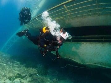 Buzos en el Costa Concordia