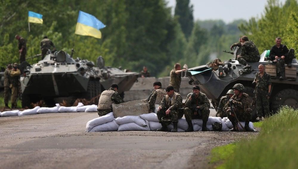 Soldados ucranianos en Slaviansk