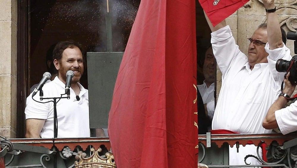 El presidente de Cruz Roja en Navarra y el alcalde de Pamplona Enrique Maya