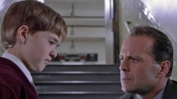 Bruce Willis y Haley Joel Osment en El Sexto Sentido