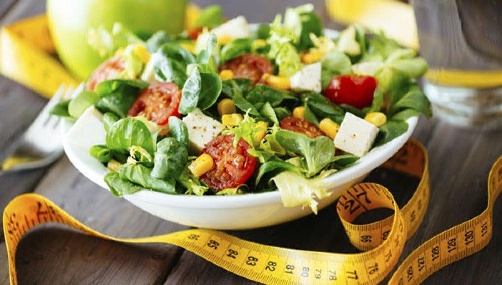 Lo de eliminar la grasa de la dieta para adelgazar es más falso que una moneda de 6 euros.