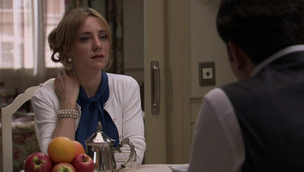 Valeria trata de recuperar la confianza de Augusto