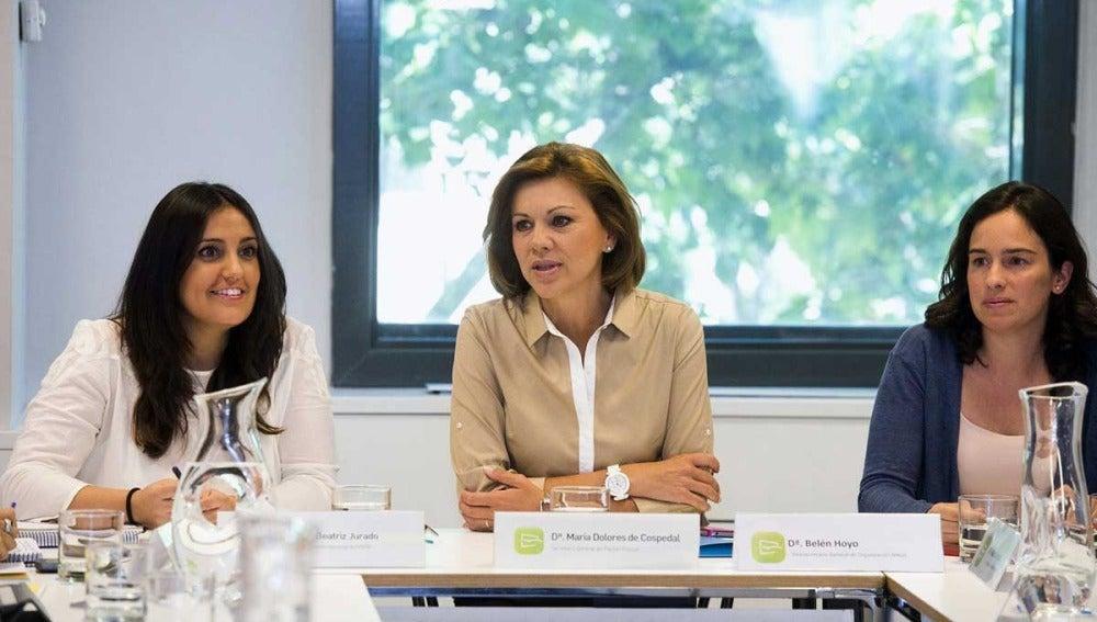 Cospedal con Beatriz Jurado y Belén Hoyo