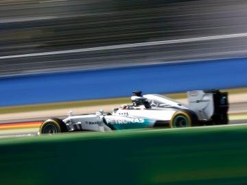 Lewis Hamilton vuela por Hockenheim