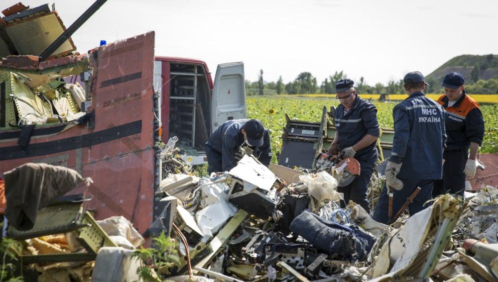 Inspeccionan los restos del avión de Malaysia Airlines