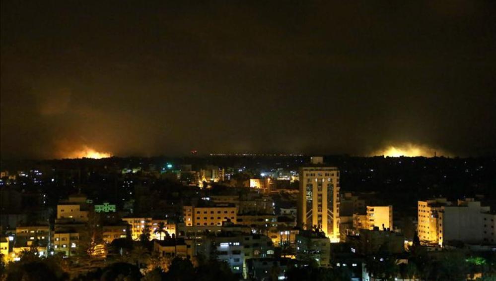 Vista del bombardeo llevado a cabo esta madrugada por el Ejército israelí en Gaza