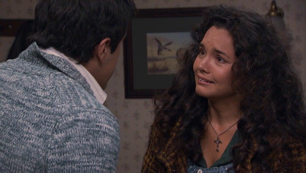 María preocupada por la prueba del pañuelo
